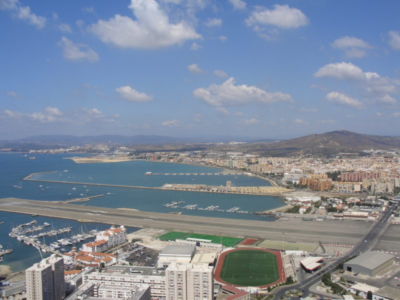 Gibraltar_Airport,_Bay_of_Gibraltar_and_La_Línea_from_the_Rock.jpg